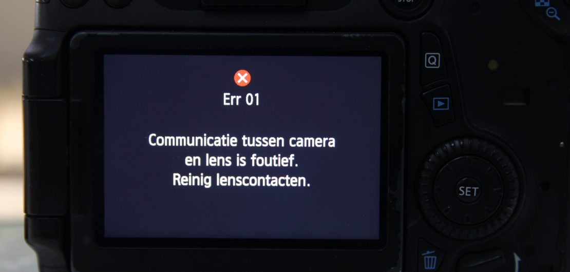 Canon error 01: Communicatie tussen camera en lens is foutief.Reinig lenscontacten.